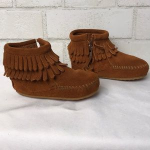 Minnetonka Moccasins 5 1292 Leather Fringe Bootie